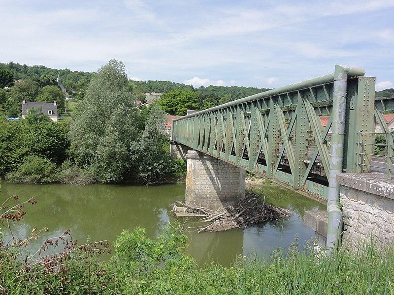 Chavonne (Aisne) vue du village et pont sur l'Aisne