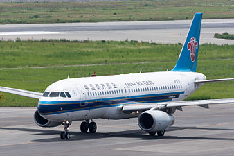 China Southern Airlines, A320-200, B-6761 (19380238286).jpg