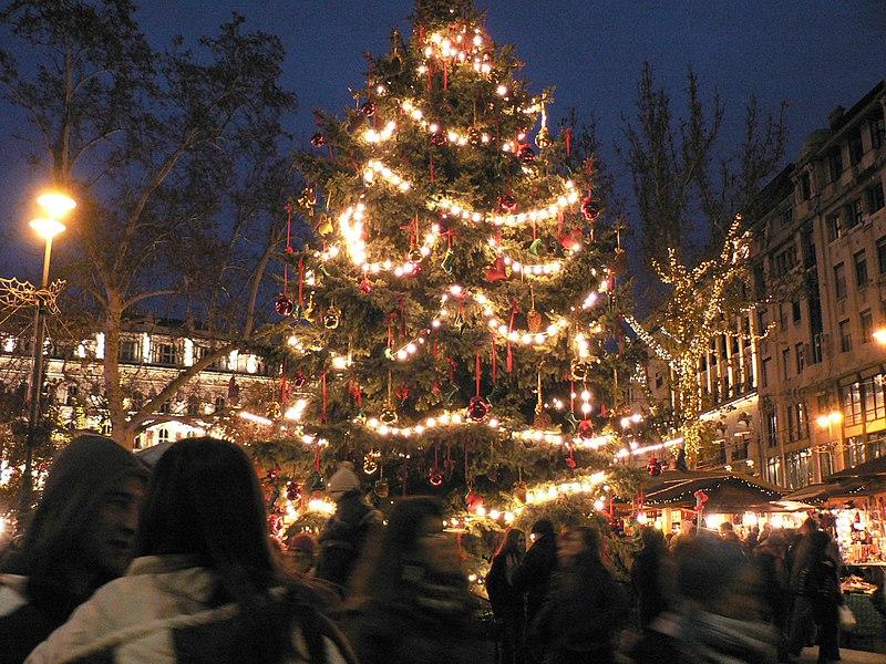 File:Christmas market, Budapest.jpg