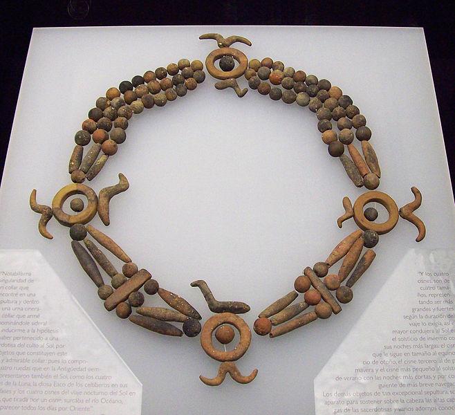 File:Collar celtíbero de Clares.jpg