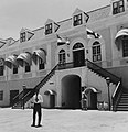 Collectie NMvWereldculturen, TM-20006078, Negatief 'Ingang Fort Amsterdam vanaf binnenplaats', fotograaf Boy Lawson, 1964.jpg