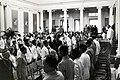 Collectie NMvWereldculturen, TM-60042228, Foto- Spelen van het Wilhelmus tijdens een bijeenkomst voor de inhuldiging van Koningin Juliana, Volksraadgebouw, 6 september 1948.jpg