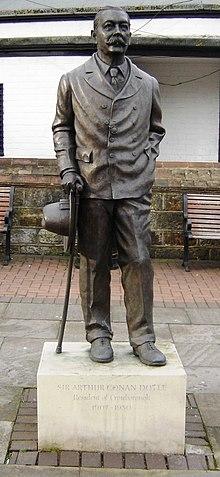http://upload.wikimedia.org/wikipedia/commons/thumb/0/0f/Conandoylestatue.jpg/220px-Conandoylestatue.jpg