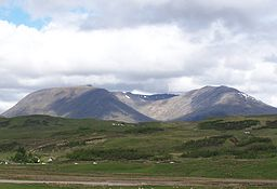 Creise and Meall a Bhuiridh from the SE.jpg
