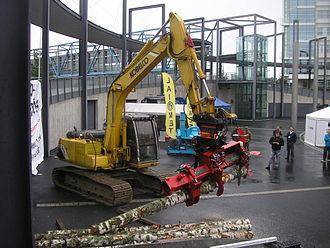 Log splitter - A Croco log splitter attached to a Kobelco excavator in Jyväskylä, Finland.