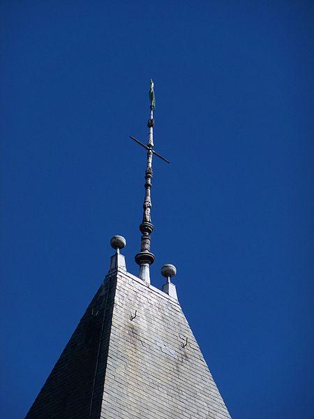 La croix de clocher de l'église Sainte-Savine.