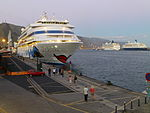 Cruceros en el puerto de Santa Cruz de Tenerife.JPG