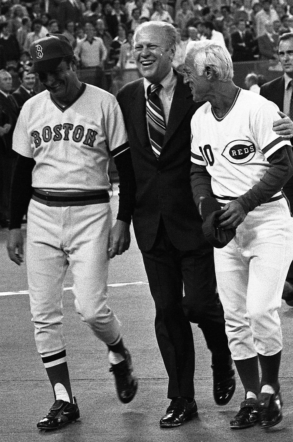 Darrell Johnson Gerald Ford and Sparky Anderson in 1976 (cropped)