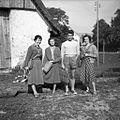 """Del ekipe """"ljudsko stavbarstvo"""" (od leve Pavlovčeva, Nekrepova, Marjan Vojska in F. Šarf) na poti na delo. Bukovo 1954.jpg"""
