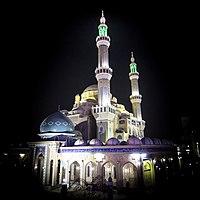 Die große Moschee bei Nacht.jpg