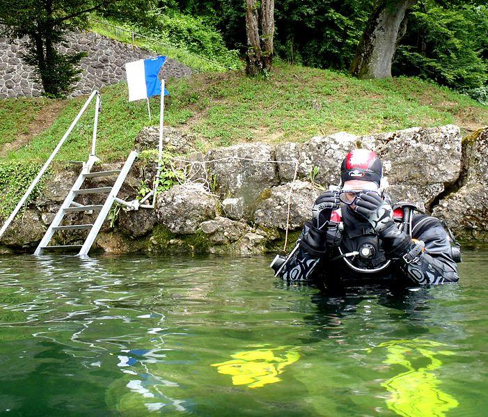 File:Diver down flag alpha.jpg
