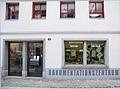 Doku-zug.ch Wiki FassadeEingangSchaufenster Web.jpg