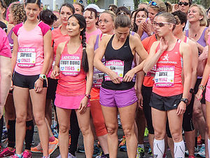 Drukte aan de start Ladiesrun in Rotterdam.jpg