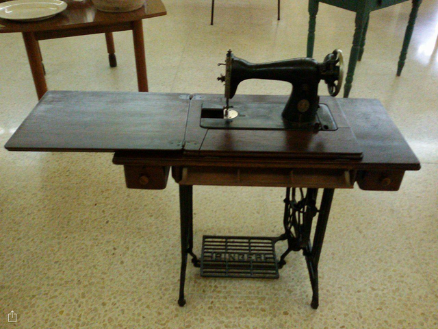 FileEarly 40thcentury Singer Sewing Machine In Maltapng Magnificent Singer Sewing Machines Malta