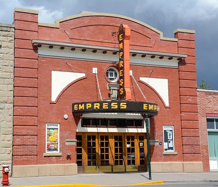 File:Empress Theatre Fort Macleod - Facade.jpg