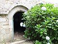 Entrée latérale de la chapelle.jpg