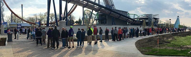 File:Entrance line for Cedar Point opening day 2016 (5258).jpg