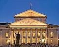 Erneuerte Fassadenbeleuchtung des Nationaltheaters München 2017.jpg