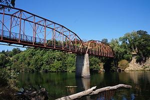 Fair Oaks Bridge - Image: Fair Oaks Bridge Below