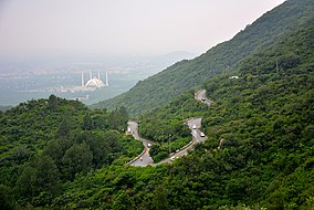 Faisal Masjid seen from Margalla Hills.jpg