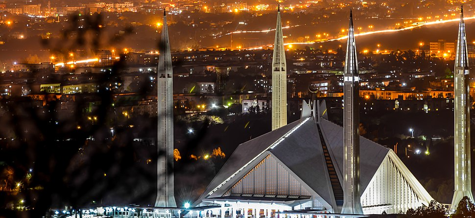 Faisal Mosque close up (cropped)
