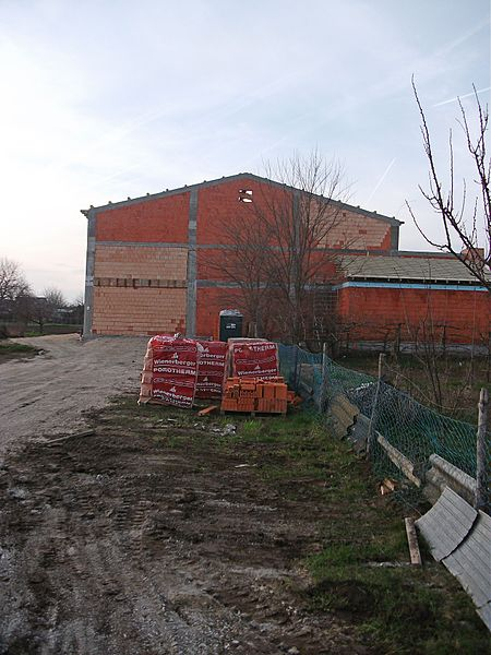 File:Fekete István Általános Iskola és Művelődési Ház tornatermének építése 008.jpg