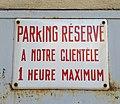 Fontaines-sur-Saône - Panneau parking réservé (juil 2018).jpg
