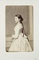 Fotografiporträtt på ung kvinna - Hallwylska museet - 107735.tif