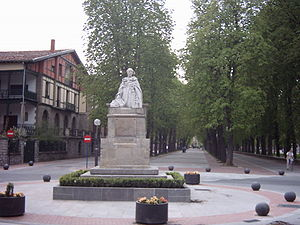 Francisco de Vitoria - Statue of Francisco de Vitoria, in Vitoria-Gasteiz