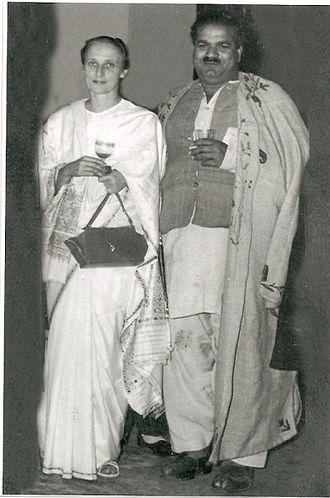 Freda Bedi - Freda Bedi and Baba Pyare Lal Bedi, at Nishat Bagh, Srinagar, 1948