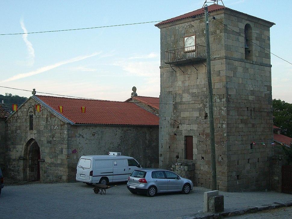 Frontal Iglesia de Sobrado y campanario