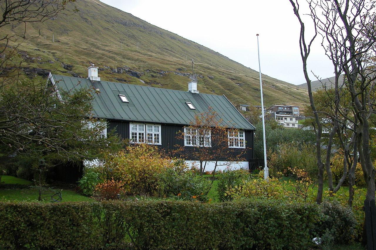 Old garden house - File Fuglafjordur Old House With Garden Faroe Islands Jpg
