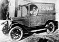 Gendarmeria de Chile - Carro celular - Siglo XX, años 20..jpg