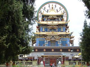 Karnataka ethnic groups - Entrance to golden temple, Bylakuppe