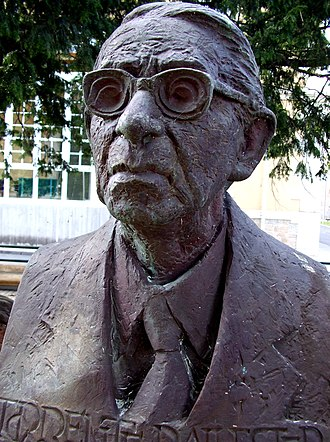 Gonzalo Torrente Ballester - Bust of Gonzalo Torrente Ballester in his birthplace Ferrol