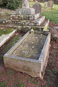 GraveOfStJohnKemble(PhilipHalling)Jan2006