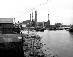 Deptford Power Station - Image: Greenwich Riverfront, 1973 geograph.org.uk 477402