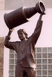 Gretzky statue cropped