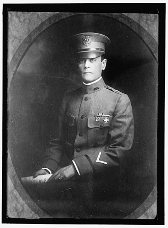 Guy Henry (equestrian) - Guy Henry Jr. on the prewar photo.