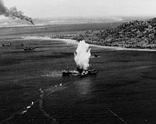 Torpedotreffer auf ein Handelsschiff im ...