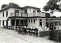 Het vroegere café Rusthoven aan de Brederodelaan is in de stijl van de vorige eeuw herbouwd tot restaurant eigenaar W. Booij. Aangekocht van fotograaf C. de Boer. - Negatiefnummer 19535 k 28, NL-HlmNHA 54011409.JPG