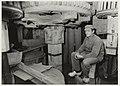 Interieur molen De Santhaesde Zandhaas. Foto Molenaar Henk Borst aan het werk. NL-HlmNHA 54015492.JPG