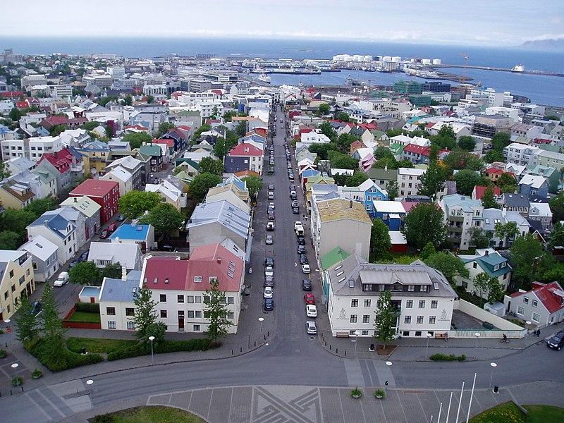 File:Islande - Rekjavik du haut de la cathédrale.JPG