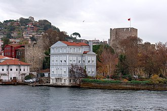 Anadoluhisarı - Image: Istanbul Bosphorus Anadoluhisarı (Anatolian Castle) IMG 7775 1920
