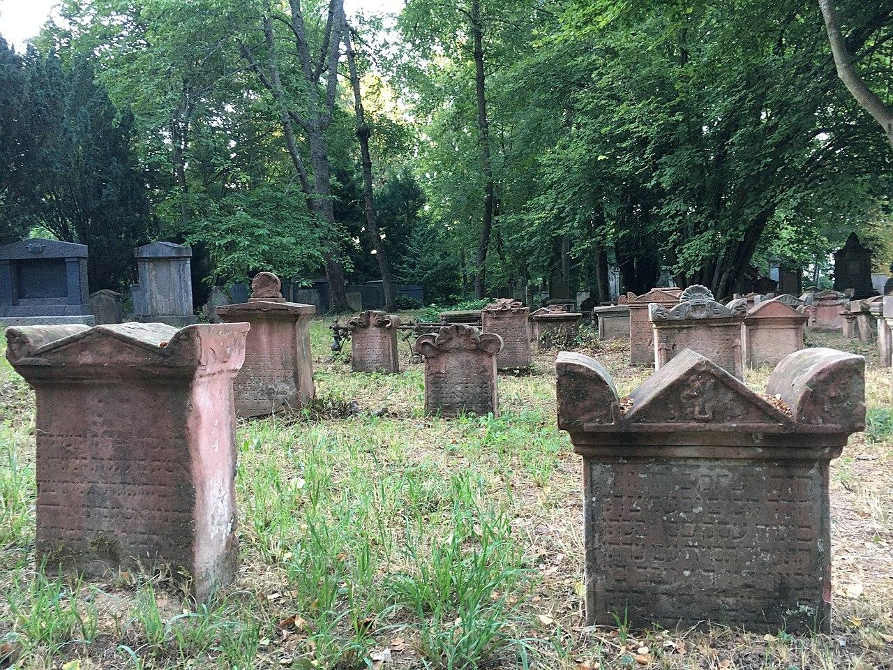 Jüdischer Friedhof Landau Pfalz 2.jpg