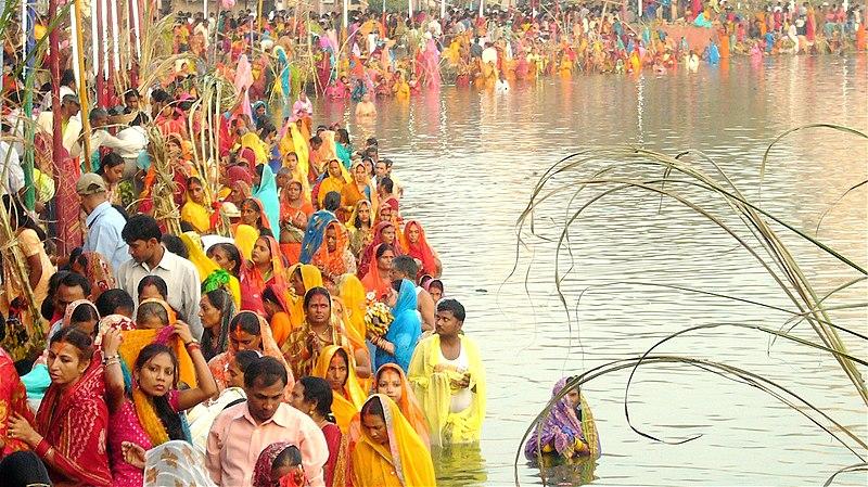 படிமம்:JanakpurChhathParvaFestival.jpg