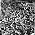 Jehovagetuigen te Rotterdam, een aantal gelovigen buiten stadion voor vak C in h, Bestanddeelnr 917-9334.jpg