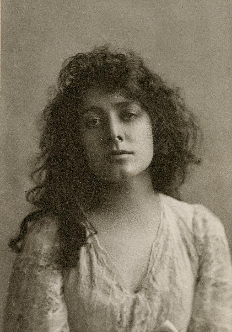 Julia Marlowe photograph (cropped)