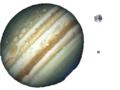 Jupiter,tierra,,luna a escala.png