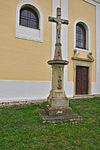Kříž před kostelem Narození Panny Marie, Stařechovice, okres Prostějov (03).jpg